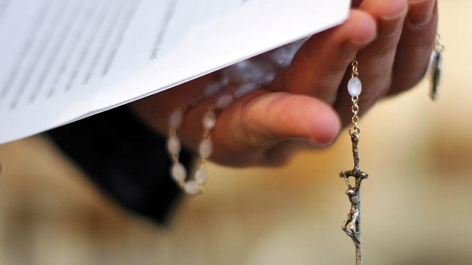 Über die Zukunft des Priesters muss noch entschieden werden.