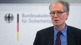 Rechtfertigte die Informationspolitik zum millionenfachen Datenklau: BSI-Präsident Michael Hange.