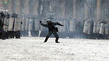 Seit Tagen geraten die Gegner von Präsident Janukowitsch und die Sicherheitskräfte immer heftiger aneinander.