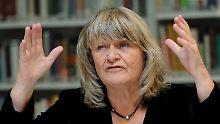 Anwalt kündigt rechtliche Schritte an: Alice Schwarzer will Stiftung gründen