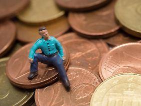 Wer wenig Geld hat, kann auch nur wenig sparen. Allerdings gibt es in einigen Fällen eine Förderung, so dass sich sparen auch mit kleinem Budget lohnt.
