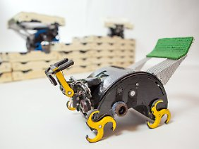 Die Beine der Roboter ähneln Rädern.
