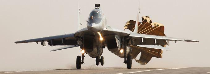 """Ein zweistrahliges Jagdflugzeug, das zeitweise auch für die die Bundeswehr flog: Die Mig-29, bei der Nato bekannt als """"Fulcrum""""."""