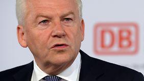 Bahn-Chef Grube hat die Personalie Pofalla auf Eis gelegt. Ende März will er dem Aufsichtsrat ein Konzept für die künftige Struktur zweier frei werdender Vorstandsposten vorlegen.