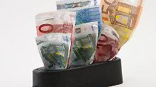 Geldfresser Steckdose:Vergleichsrechner im Internet können helfen, einen günstigeren Stromanbieter zu finden. Foto:Kai Remmers