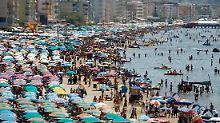 Auch sehr beliebt bei den Hauptstädtern: Strand von Durres, etwa 40 Kilometer von Tirana entfernt.