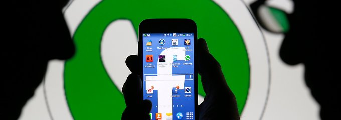Grün ist das WhatsApp-Logo, Blau die Farbe von Facebook.