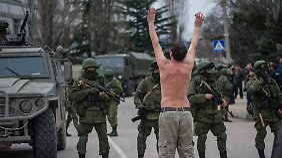 Drohungen, Warnungen, Protest: Lage auf der Krim ist extrem angespannt