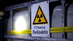Etwa 126.000 Fässer mit radioaktivem Müll lagern in der Asse.