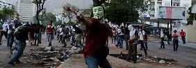 Maduros erste große Krise: Venezuelas Opposition setzt Protest fort