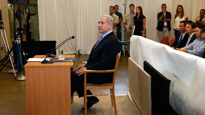 Israels Ministerpräsident Netanjahu vor der Untersuchungskommission seines Landes.