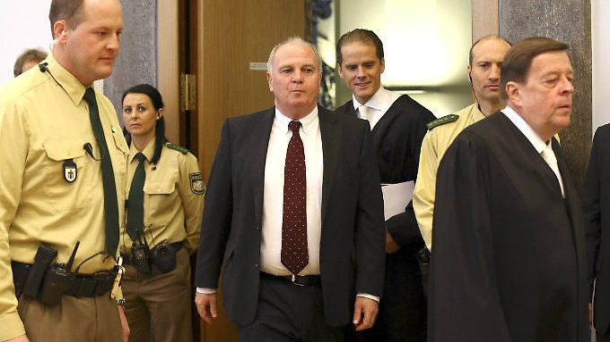 Uli Hoeneß erscheint zur Urteilsverkündung.