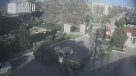 Schüsse und Panzer: Russen stürmen Stützpunkt