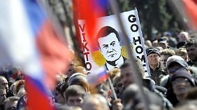 Im Osten der Ukraine demonstrierten am Wochenende Tausende Menschen für Ex-Präsident Viktor Janukowitsch.