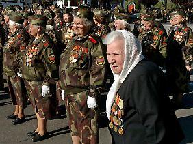 Veteranen der Roten Armee feiern am Jahrestag des Sieges über Nazi-Deutschland in Transnistrien.