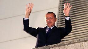 Kommunalwahlen in der Türkei: Erdogan lässt sich als Sieger feiern
