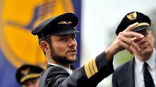 Mini-Gewerkschaften wie die Piloten-Vereinigung Cockpit bei der Lufthansa sollen entmachtet werden.