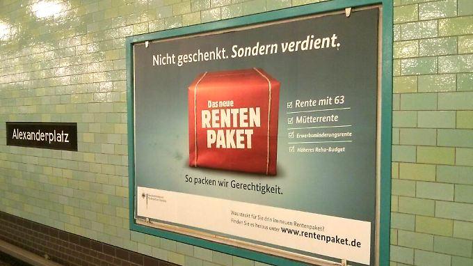 Werbung in einem Berliner U-Bahnhof. Dieses Rentenpaket hat niemand verdient.