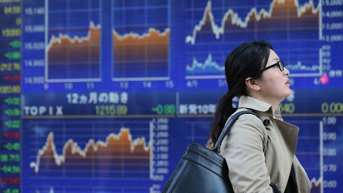Die Börse in Tokio geht mit leichten Gewinnen ins Wochenende.