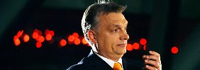 Viktor Orban lässt sich in Budapest von seinen Anhängern feiern.