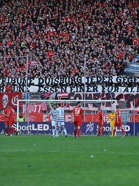 Ausverkauft: 20.000 Menschen im neuen Essener Stadion.