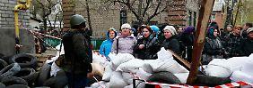 Chaos im Osten der Ukraine: Bewaffnete stürmen Polizeigebäude