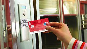 Erste Versuche mit kontaktlosem Bezahlen liefen erfolgversprechend. Doch Verbraucherschützer bleiben skeptisch.