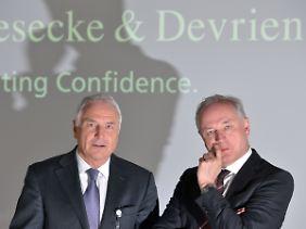 Der Vorsitzende der Geschäftsführung und sein Finanzchef: Walter Schlebusch (l.) und Peter Zattler vor Beginn der jährlichen Bilanz-Pressekonferenz in München.