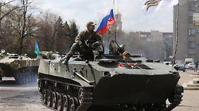 Panzerwagen von Milizen erbeutet: Ukrainische Militärs wechseln offenbar die Seiten