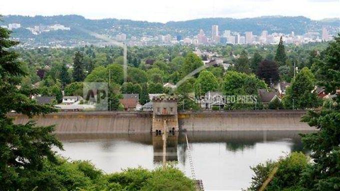 In dieses Trinkwasserbecken in Portland erleichterte sich der 19-Jährige.