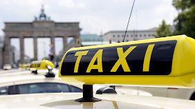 """Sieg für Taxi-Unternehmen: Berliner Gericht verbietet Transport-App """"Uber"""""""