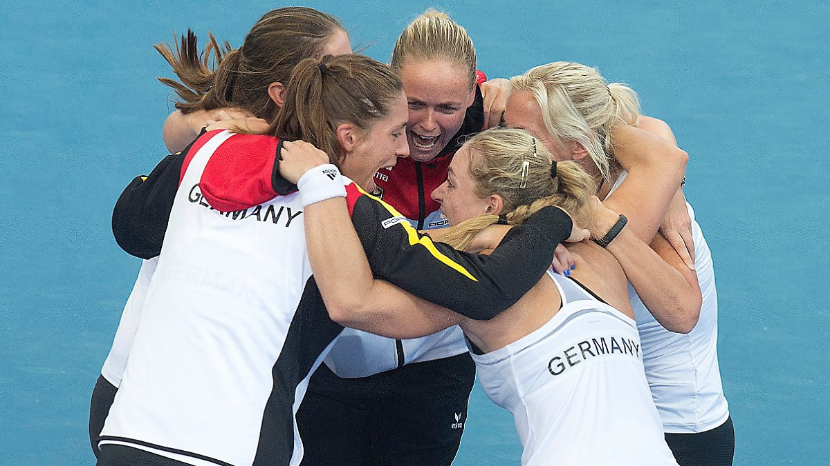 Party nach Fed-Cup-Triumph: Tennis-Damen feiern im