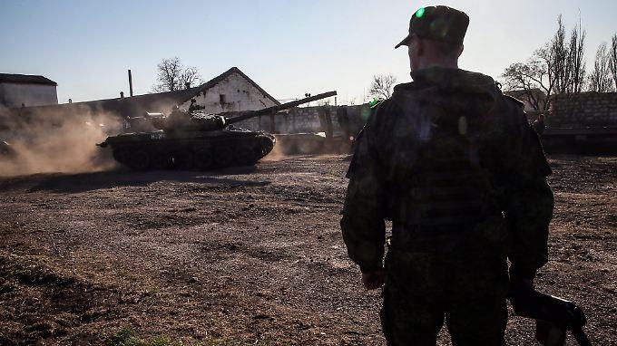 Ein russischer Soldat auf der Krim Ende März 2014.