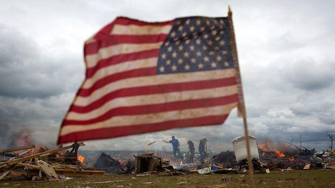 Video: Tornados überziehen Süden und Mittleren Westen der USA