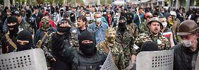 """Ukraine verliert an Territorium, Wehrpflicht eingeführt: """"Volksrepublik Donesk"""" erobert Gebäude"""