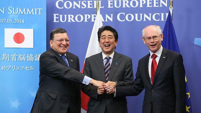 """Barroso, Abe und Van Rompuy (v.l.) wollen """"den Rhythmus der Verhandlungen beschleunigen""""."""