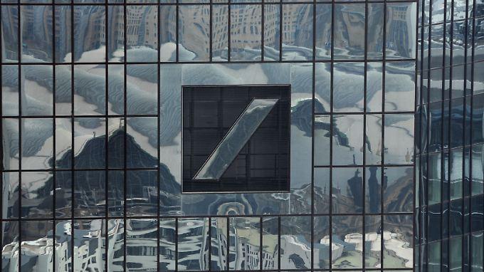Die Aktie der Deutschen Bank reagiert mit Verlusten auf die Nachricht.