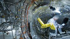 Bis zuletzt wurden im inneren der Anlage, die 725 Tonnen auf die Waage bringt, Hitzeschilder montiert.