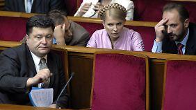 Poroschenko 2006 mit Julia Timoschenko im ukrainischen Parlament.