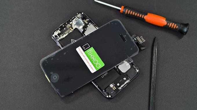 Mit dem Reparatur-Set von GIGA und Fixxoo kann fast jeder ein defektes iPhone-Display wechseln.