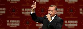 Von Anhängern umjubelt: Erdogan: Ich soll mich also zum Teufel scheren?