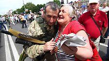 Viele Menschen sehnen sich hier nach einem Anschluss an den starken Nachbarn. Und begreifen sich nach dem Referendum vom 11. Mai schon nicht mehr als Teil der Ukraine.