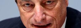 Kommen die Niedrigzinsen?: Draghi wälzt das Inflationsproblem