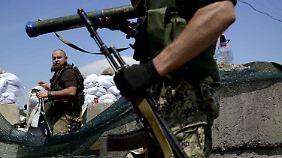 Wieder OSZE-Team entführt: Angeblich 50 Tote nach Kämpfen in der Ostukraine