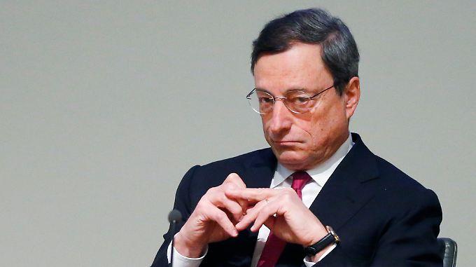 EZB-Chef Draghi will nicht zu früh sein letztes Pulver verschießen.