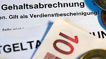 Schulden tilgen, Versichern und Sparen: Diese Punkte sind für Azubis besonders wichtig.