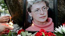 Die Ermordung von Anna Politkowskaja erschütterte Menschen in aller Welt. In St. Petersburg wurde ihrer mit Blumen und Kerzen gedacht.