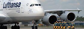 Lufthansa-Kurs am Boden: Die Papiere verlieren nach einer Gewinnwarnung rund 10 Prozent.