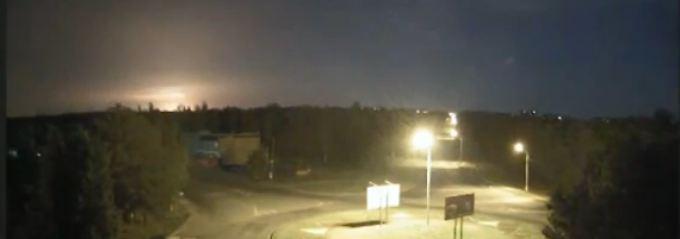 Screenshot eines Videos, das die Explosion des Flugzeugs zeigen soll.