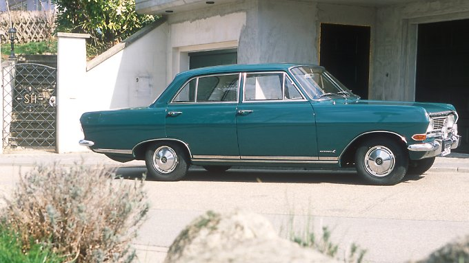 Für 9564 Mark und 50 Pfennig erwarb Sepp Herberger damals seinen Opel Rekord. Bezahlt wurde bar und aus der eigenen Tasche.